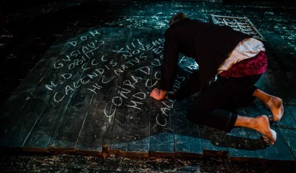 Going. | Dziady - Noc Druga - Teatr Wierszalin