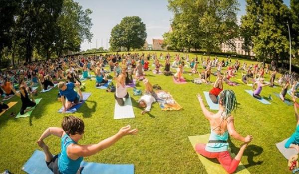 Going. | Joga przy Fonatnnie - Namaste Yoga
