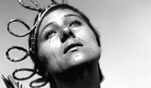 Going. | Męczeństwo Joanny D'Arc - film z muzyką na żywo - Scena Supernova