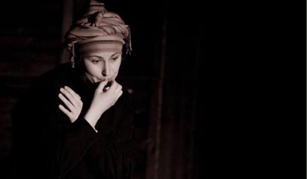 Going. | MoNoTEATR: Przyj dziewczyno przyj - Teatr w Oknie / TwO Windows Theatre