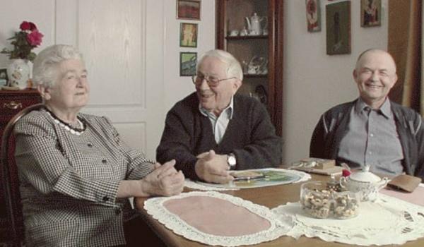 Going. | Przegląd filmów Krzysztofa Korwina-Piotrowskiego: Gliwickie lata Tadeusza Różewicza - Muzeum Historii Katowic - Dział Teatralno-Filmowy