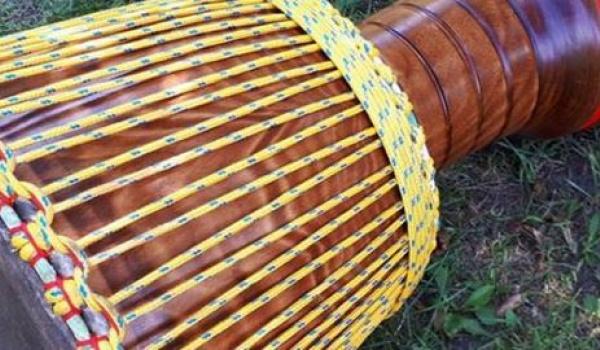 Going.   Warsztaty gry na bębnach djembe w Toruniu - VIP Sound