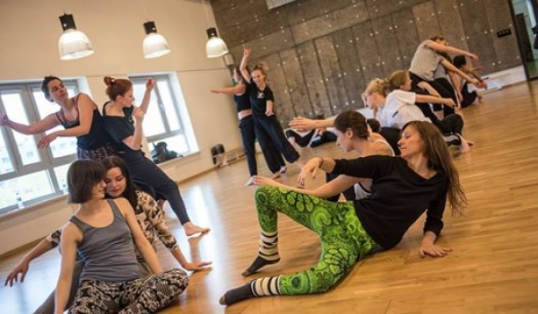 Going. | Jam Niedzielny / Improwizacja Kontaktowa - Centrum Sztuki Tańca w Warszawie