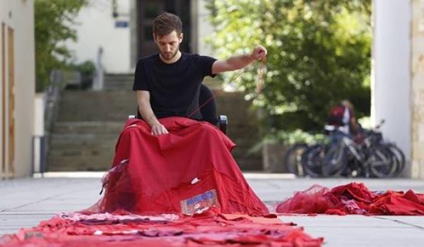 Going.   Kavachi (Ahmet Kavas) - zbiórka ubrań i wspólne szycie z artystą - Katowice Miasto Ogrodów