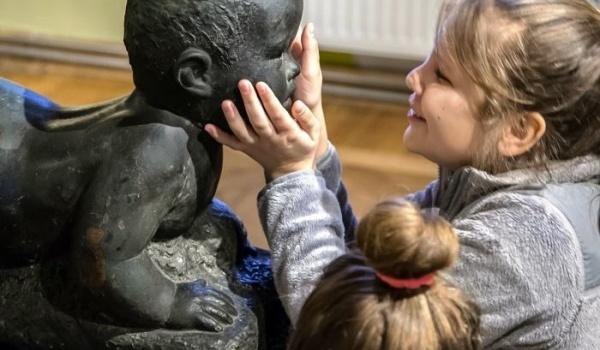 Going.   Maluchy w Krainie Sztuki: Mali muzealnicy - Muzeum Rzeźby Alfonsa Karnego - Oddział Muzeum Podlaskiego