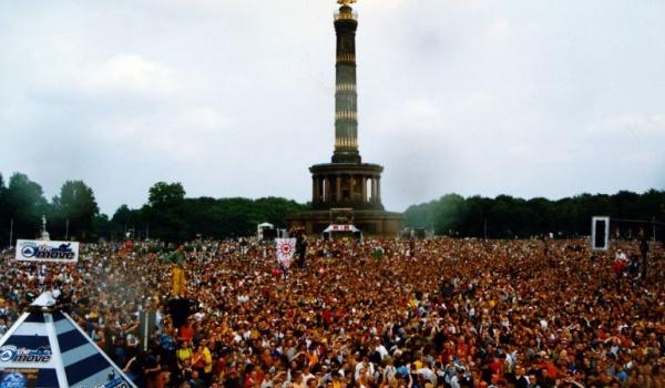 Going. | Love Parade Anthems - Estrada stagebar - Estrada Stagebar