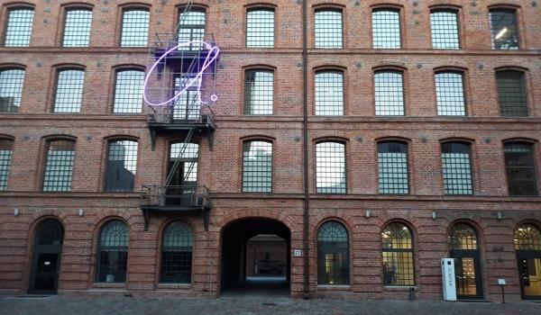 Going. | Blask neonu | Warsztat rodzinny - Centralne Muzeum Włókiennictwa / Central Museum of Textiles