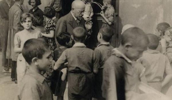 Going. | Spacer po muzeum | W Polsce Janusza Korczaka - Muzeum Historii Żydów Polskich POLIN