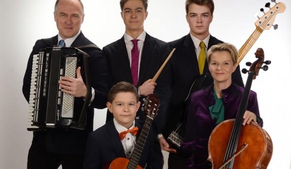 Going. | Dzień babci i dziadka – Melodie w bukiecie życzeń – Muzykująca rodzina Bojarczuk - Centrum Kultury Dwór Artusa