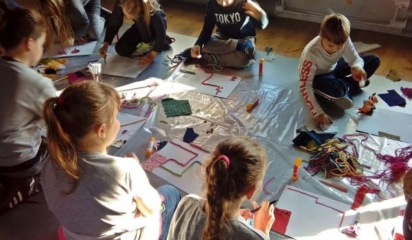 Going. | Warsztatura | Warsztat rodzinny dla dzieci od lat 5 - Centralne Muzeum Włókiennictwa / Central Museum of Textiles