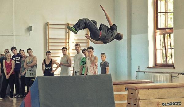 Going. | Akrobatyka - zajęcia otwarte dla młodzieży - Staromiejskie Centrum Kultury Młodzieży