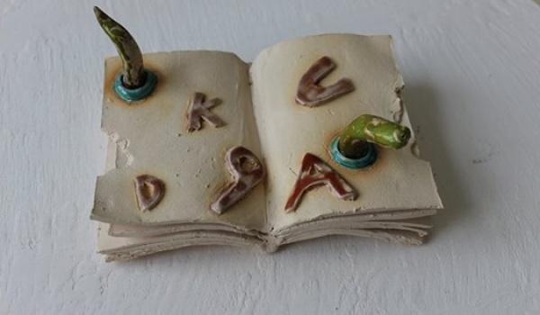 Going. | Słowem i gliną - warsztaty rodzinne z książka i lepieniem. - Pracownia ceramiczna Gliniana Kula