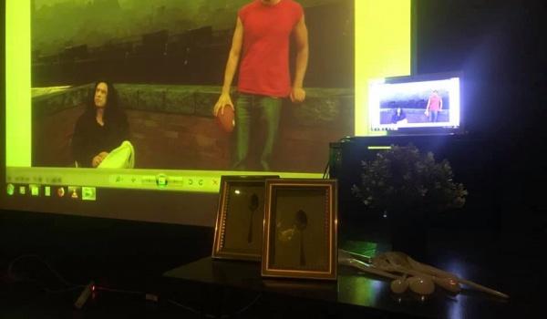 Going. | Pokaz The Room na dużym ekranie - Znajomi znajomych