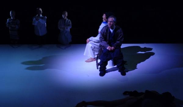 Going. | Anioły w Ameryce - Teatr Studyjny w Łodzi