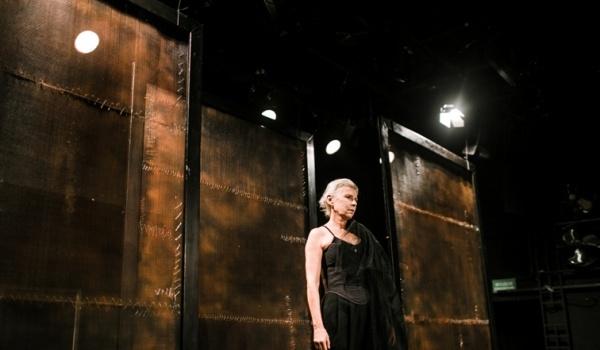 Going. | Zemsta - Teatr im. Juliusza Słowackiego w Krakowie - Duża Scena