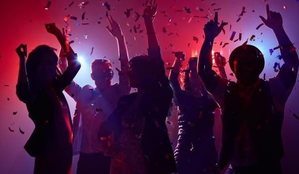 Going. | Ładni ludzie tańczą w NRD - NRD Klub