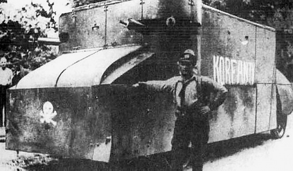 Going. | Robert Oszek: żołnierz Niepodległej - finisaż - Zabytkowa Kopalnia Guido