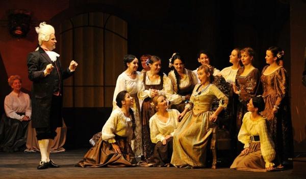 Going. | Straszny dwór - premiera - Opera Nova