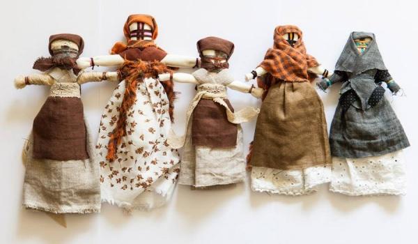 Going. | Wielkie motanki - lalki o najsilniejszych mocach - Centrum Kultury w Lublinie