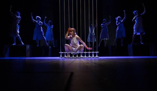 Going. | Włókniarki - pokazy kwietniowe - Teatr Lalek Arlekin