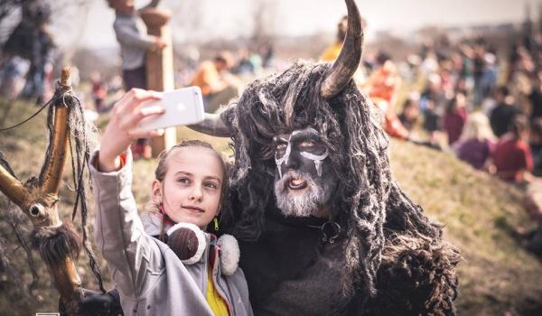 Going. | Tradycyjne Święto Rękawki na Kopcu Krakusa - Kraków