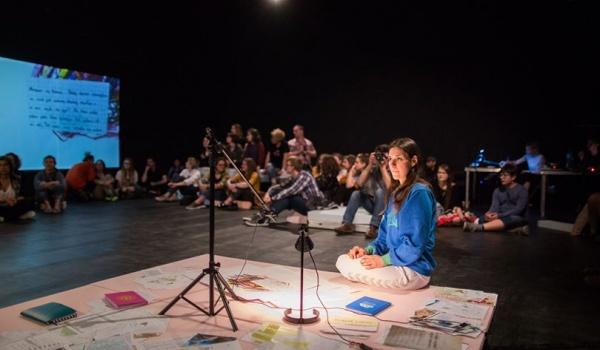Going. | Dziewczyny Opisują Świat - Scena Robocza - Centrum Rezydencji Teatralnej