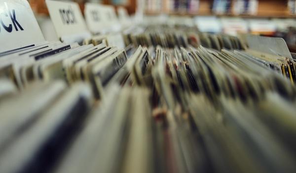 Going. | Book & vinyl festival - Radość