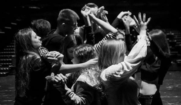 Going. | XVII PFNiSz: Żywe torpedy - spektakl partycypacyjny - Uniwersyteckie Centrum Kultury