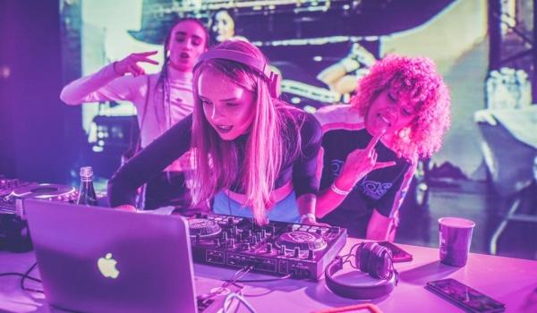 Going. | #czarnanoc : International Girls DJ's - Prozak 2.0