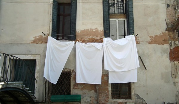 Going. | SPROSTOWANIE 1.0: Pokój w praniu - Plac Wolności