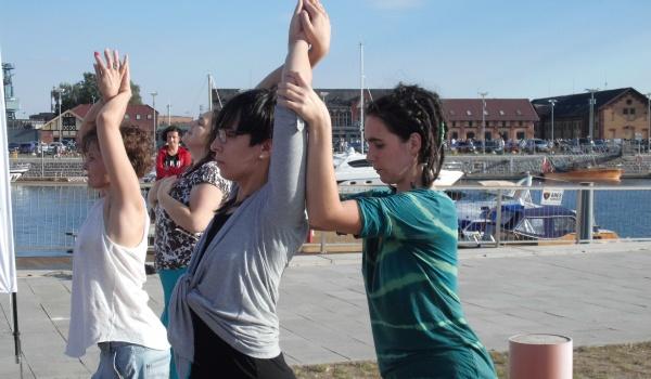 Going.   Gimnastyka słowiańska na bulwarach - Wyspa Grodzka