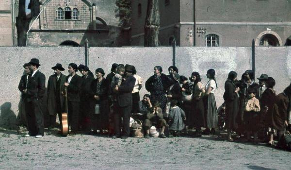 Going. | Romowie - historia, współczesność - Muzeum Historii Żydów Polskich POLIN