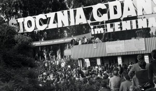 Going. | Zwiedzaj Stocznię Gdańską szlakami kobiet x Metropolitanka - Stocznia Gdanska brama historyczna nr 2