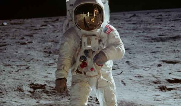 Going. | Apollo 11 - pokazy z okazji 50. lecia lądowania na Księżycu - Kino Pod Baranami