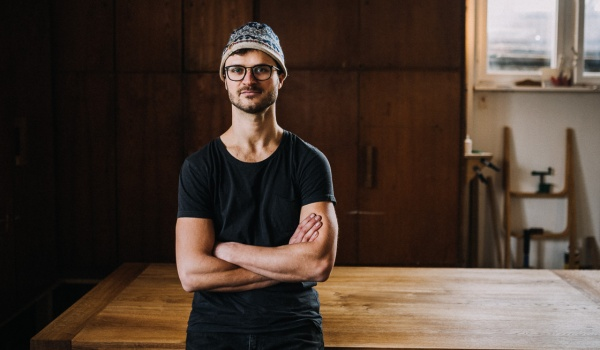 Going. | Let's talk about wood - Aleksander Oniszh - Centrum Kultury ZAMEK w Poznaniu