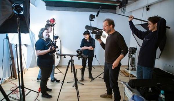 Going. | Wakacje z Filmem - warsztaty filmowe - Lubelska Szkoła Sztuki i Projektowania