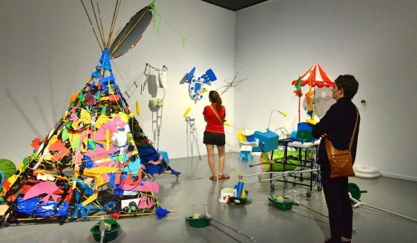 Going.   Let's Talk About Art – guided tours in English - CSW Zamek Ujazdowski