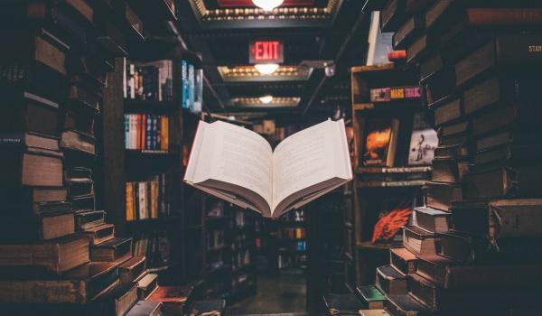 Going. | Bajkoczytanie w Wirydarzu - Dariusz Jeż czyta bajki - Wirydarz Centrum Kultury