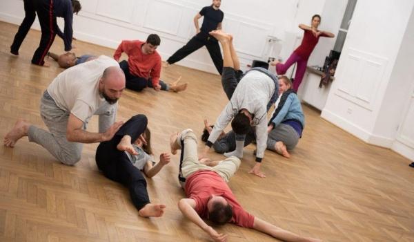 Going. | Jam niedzielny – Improwizacja Kontaktowa w CST - Centrum Sztuki Tańca w Warszawie