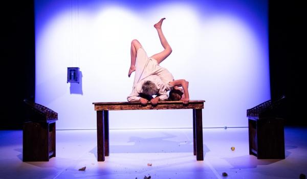 "Going. | Spektakl ""ja, bóg"" Teatru CHOREA - Teatr Chorea"