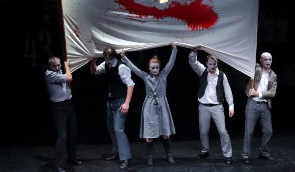Going. | ZŁE Miasto// Teatr Biuro Podróży - Teatr Ósmego Dnia