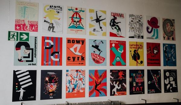 Going. | Wystawa plakatu cyrkowego na 10-lecie Carnavalu Sztukmistrzów - Próba Cafe