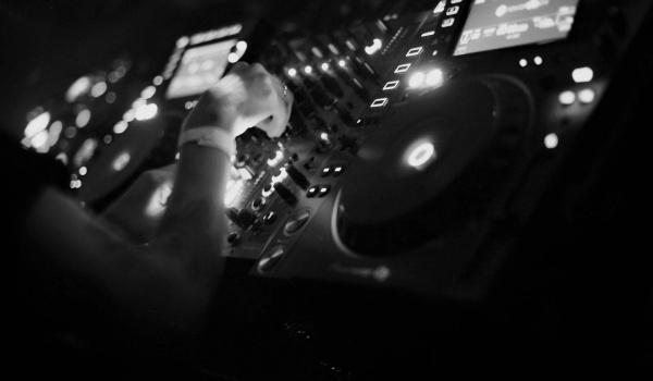 Going. | CARLA ROCA x MILO RAAD - SODA Underground Stage