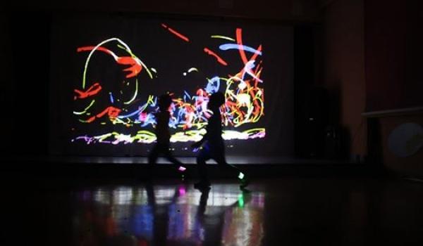 Going. | Wirtualne spotkania ruchu, dźwięku i obrazu - warsztaty rodzinne - Akademicka Przestrzeń Kulturalna