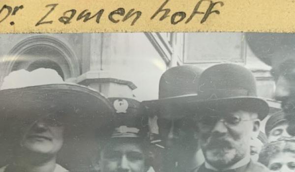 Going. | Zamenhof i esperantyści na szklanych płytkach sprzed wieku - Centrum im. Ludwika Zamenhofa w Białymstoku