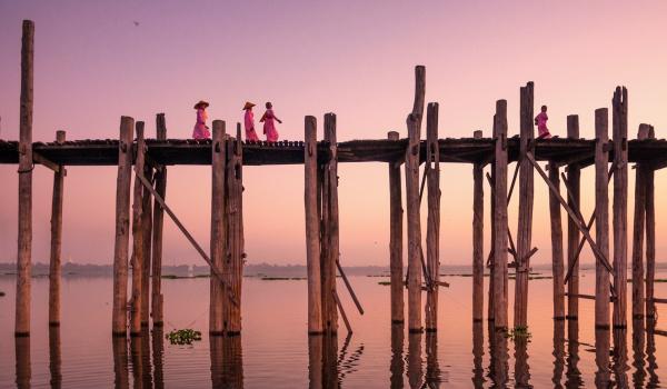 Going.   Birma. Ósmy dzień tygodnia. Slajdowisko - Studyjne Kino SFINKS