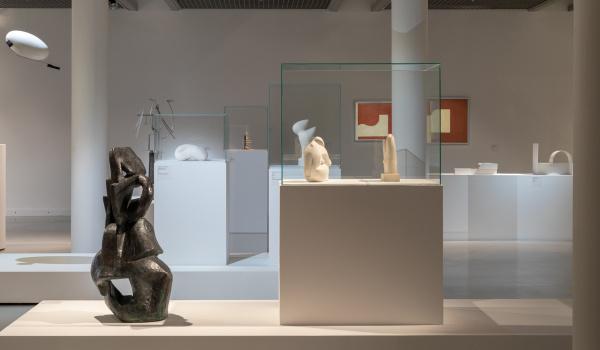 Going. | Rzeźbiarki awangardy: Katarzyna Kobro i Maria Jarema. Wykład - Muzeum Sztuki w Łodzi