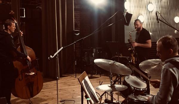 Going. | Starlight Night - Special Release - Jarek Bothur Trio - 12on14 Jazz Club
