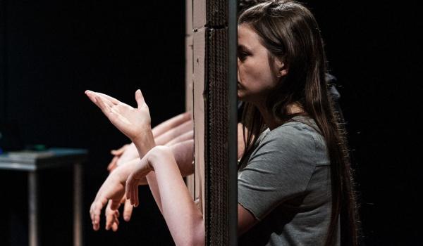 Going. | Jeden gest - Nowy Teatr