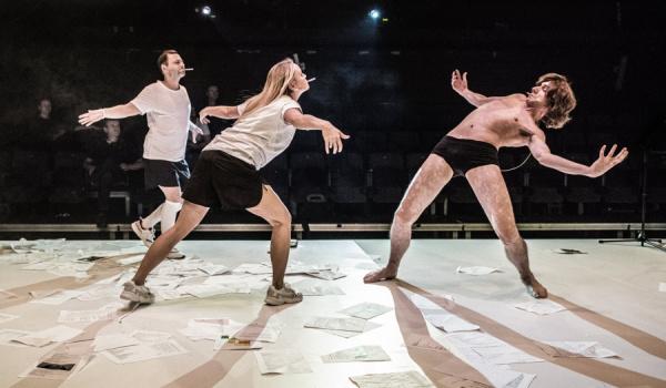Going. | Ach, jakże godnie żyli - Teatr Powszechny